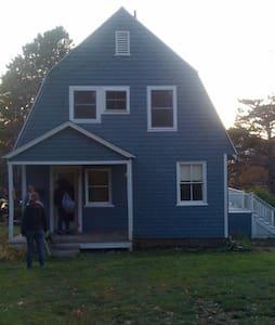 Classic Island Cottage  - Portland - Cabin