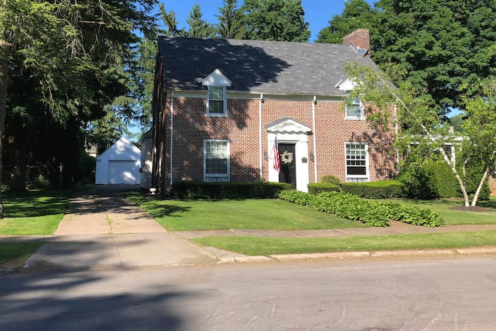 1920s 3 bed near New Hartford- 3 Private bathrooms
