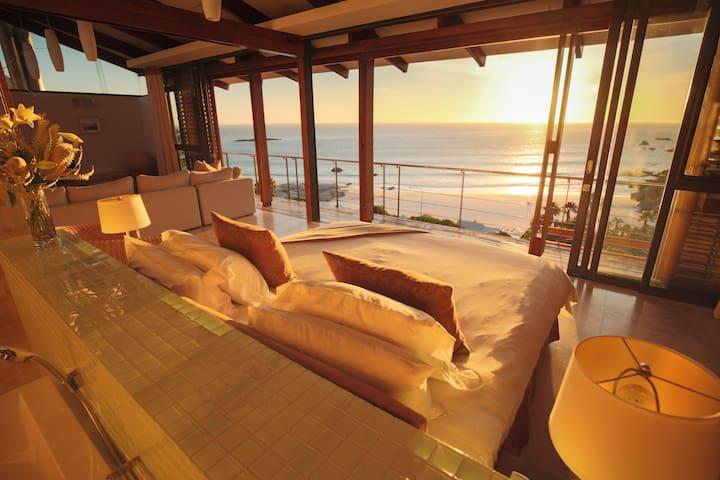 Glen Beach Villa 4: Cape Town Sea & Mountain Views