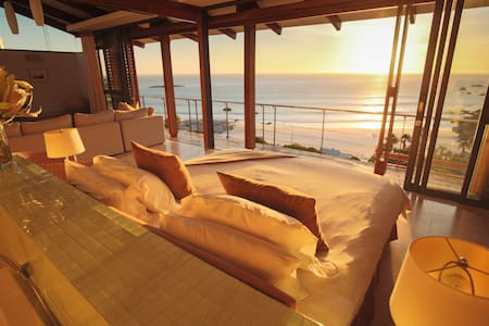 Glen Beach Villa 4: Cape Town Sea & Mountain Views