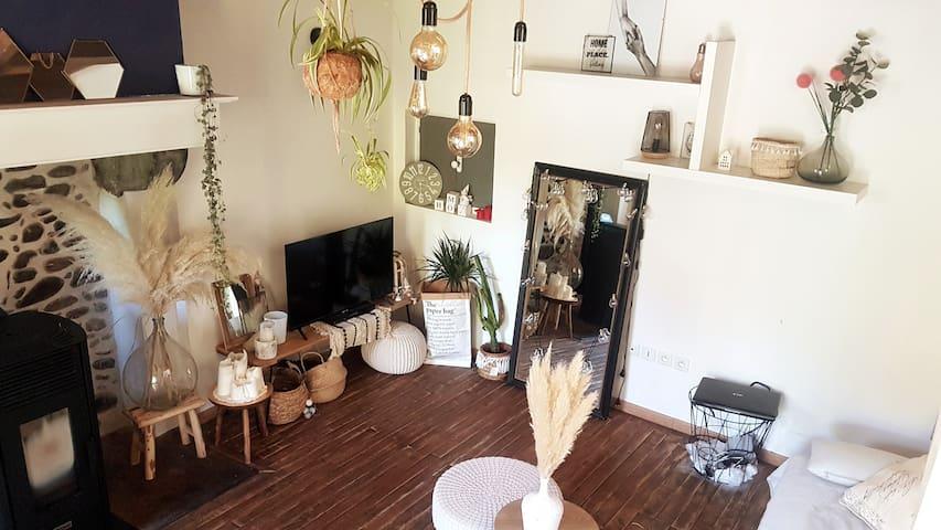 Maison chaleureuse au pied des montagnes