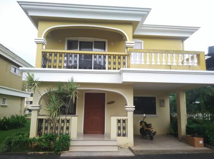 Luxurious Beautiful villa with pool ,walk to beach