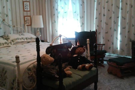 #2 room with King bed - Allegany - Bed & Breakfast