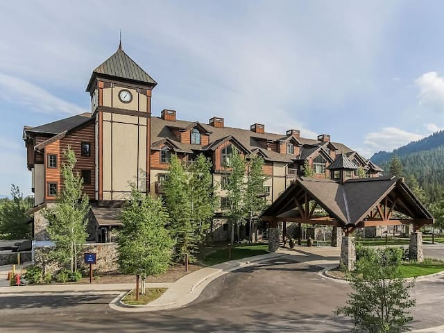 Luxury Tamarack Condo- Osprey Meadows Suite 202 - Donnelly - Condominium