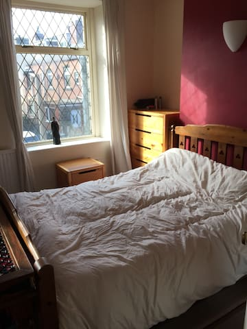 Large double room with space for travel cot