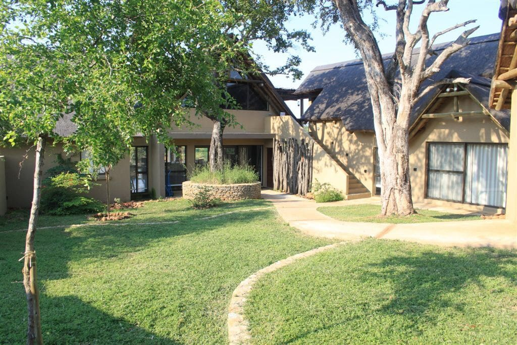 Lion Rock River Lodge has an enclosed courtyard offering a safe area for children to burn off steam
