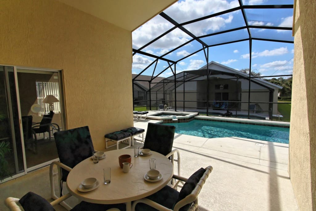Make sure to experience the Florida lifestyle during your stay! Sit outside under this lanai and enjoy an al-fresco meal by the pool to re-connect with your family on vacation to Orlando.