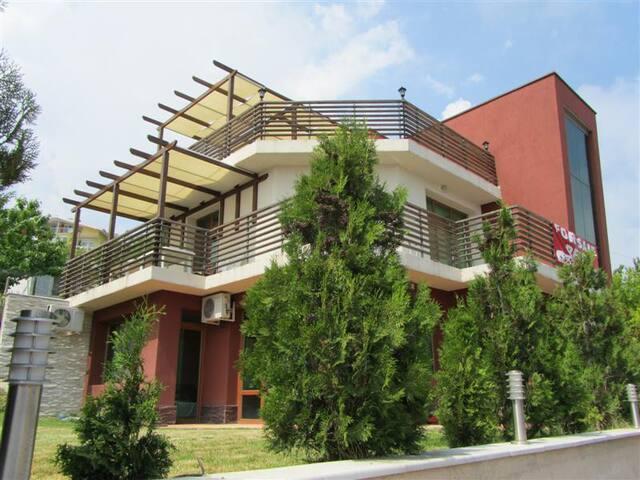 Holiday villa with swimming pool  - Albena - Casa