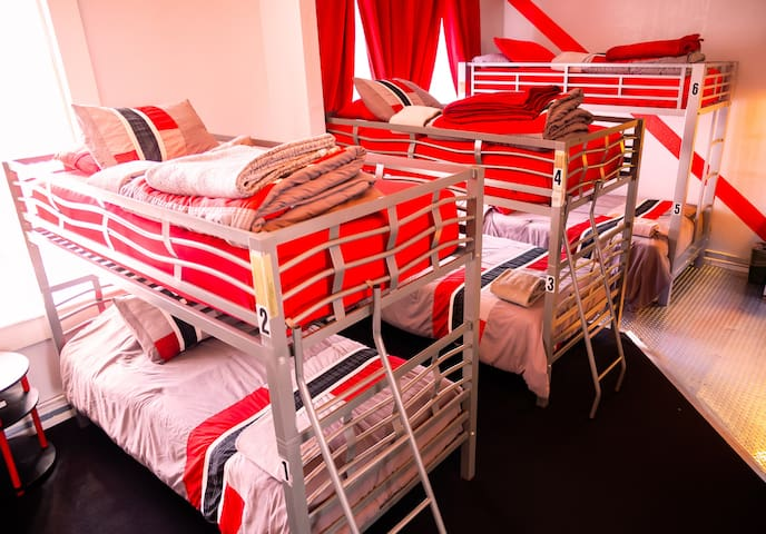 Music City Hotel, Single Bed in 6-Bed Male Dorm Rm