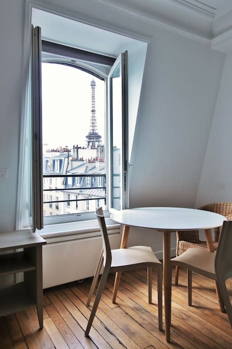 Living room  with Exeptionnal view on Eiffel Tower