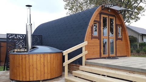 *Pod Paradise* Rural stay with wood fired Hot Tub