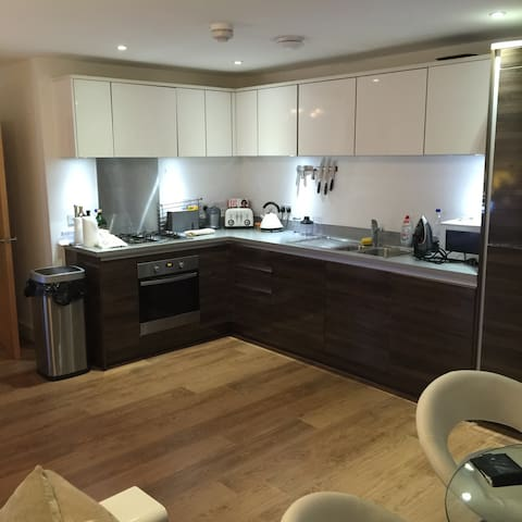 2 Bed Flat Farnborough Airshow week - Farnborough - Byt