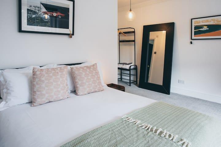 Double room-Premium-Ensuite with Shower-Carpark View