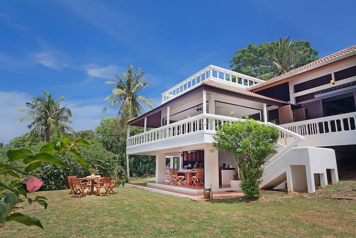Villa Anantinee | 3 Bed Beachfront Property in