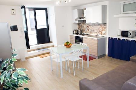 Dedè, elegant and cozy apartment Catania centre.