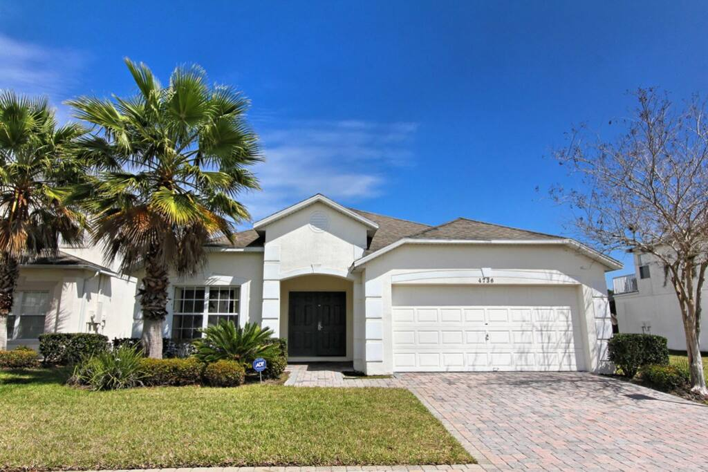 Jacaranda Villa is nestled in the beautiful Cumbrian Lakes gated community of up-scale Orlando vacation homes, landscaped around 3 sparkling lakes, and less than 6.5 miles from Walt Disney World.