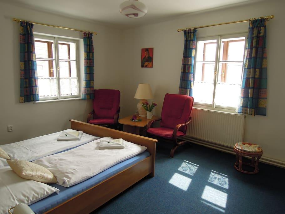 ložnice s posezením