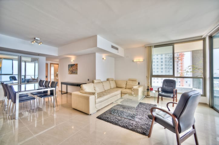 Seaview, beach, pool, gym, luxury - Netanya - Apartemen