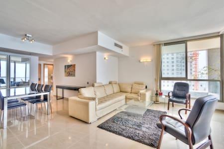 Seaview, beach, pool, gym, luxury - Netanja