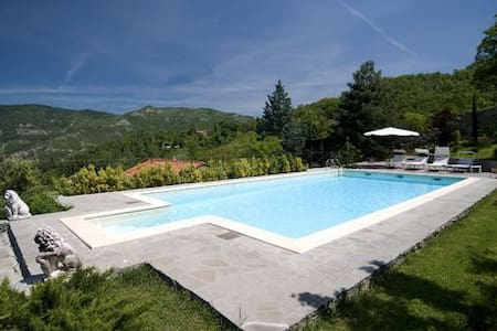 Wonderful Tuscan Villa  12+1 sleeps - Villa