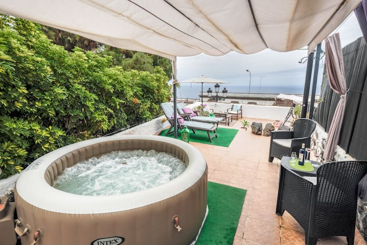 Holiday Apartment Casa Amparo with Terrace, Ocean View, Jacuzzi & Wi-Fi