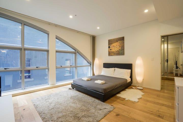 Sydney CBD Modern Comfort (2-4ppl)
