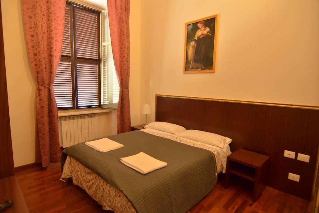 mille fiori roma chambres d 39 h tes louer rome latium italie. Black Bedroom Furniture Sets. Home Design Ideas