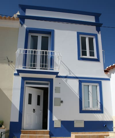 Exquisite townhouse in old part of Alcântarilha