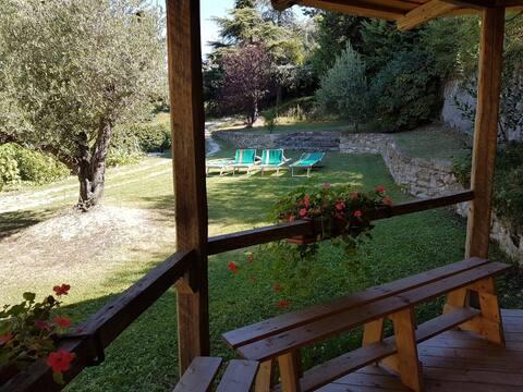 Ampia ed accogliente casa con grande giardino.