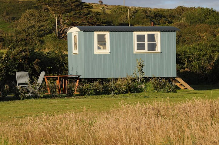 Luxury Shepherd's Hut with Stunning Sea Views - Ashton - Pondok