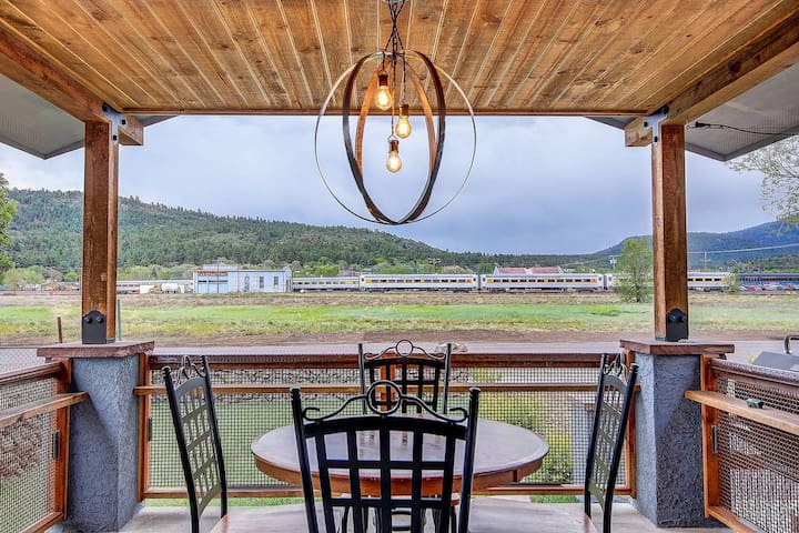 Enjoy living inside and outside! Next to the Grand Canyon Railroad - great for families!