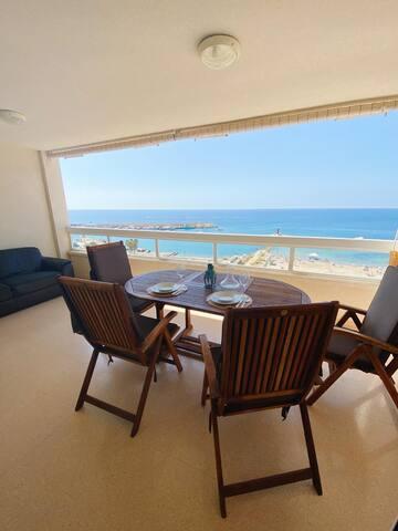 Apartamento con terraza, vistas al mar y Wifi