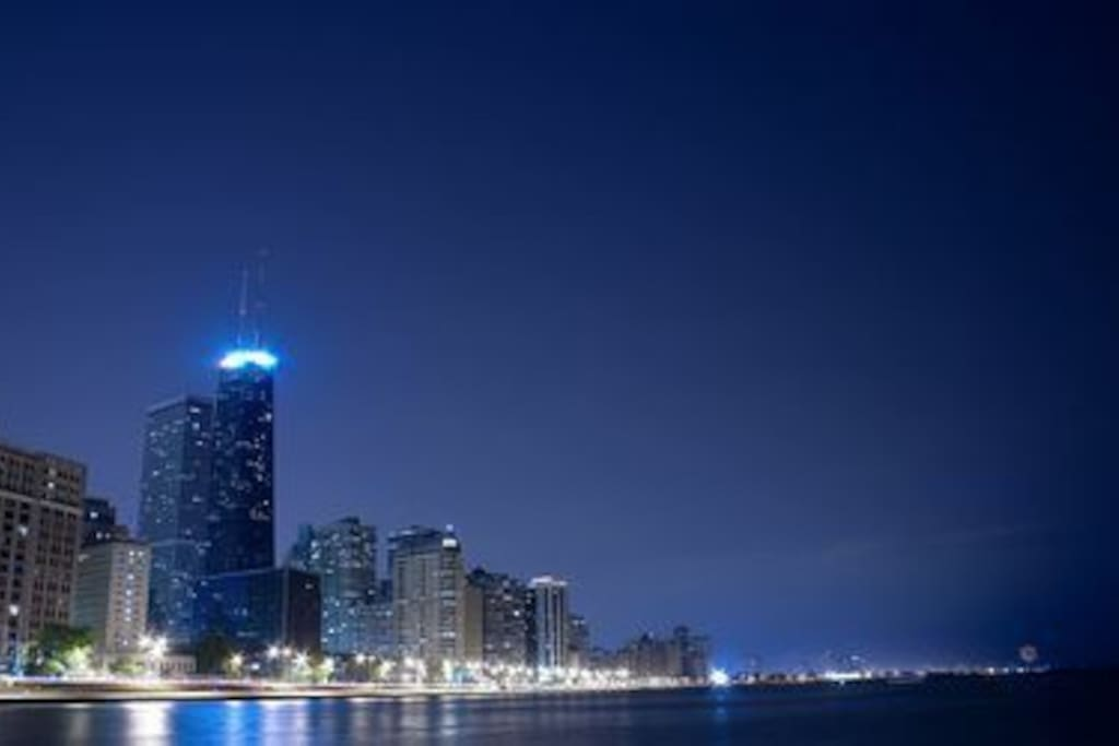 Second to None EXPERIENCE IN CHICAGO DOWNTOWNS DAY AND NIGHT LIFE SOME OF THE TALLEST SKYSCAPERS IN TH WORLD and some of the best food the world has to offer ,CHICAGO IS A MELTING POT FOR ALL CULTURES