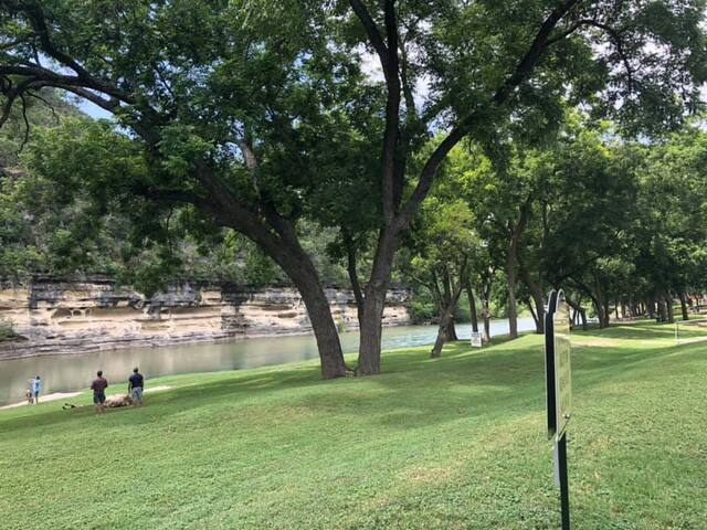 Beautiful New Condo on the Guadalupe River. RG211