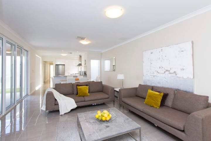 Anastasia Close to Fremantle/Perth - Booragoon - Haus