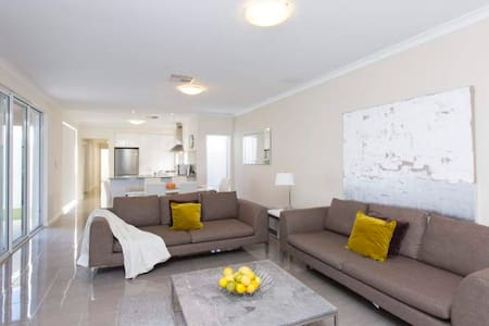 Anastasia Close to Fremantle/Perth - Booragoon