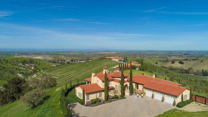 Villa de Lucca - A Vineyard Estate & Wedding Venue
