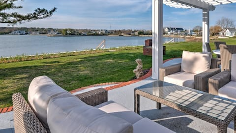 New Listing: Gorgeous Waterfront Property in Southampton