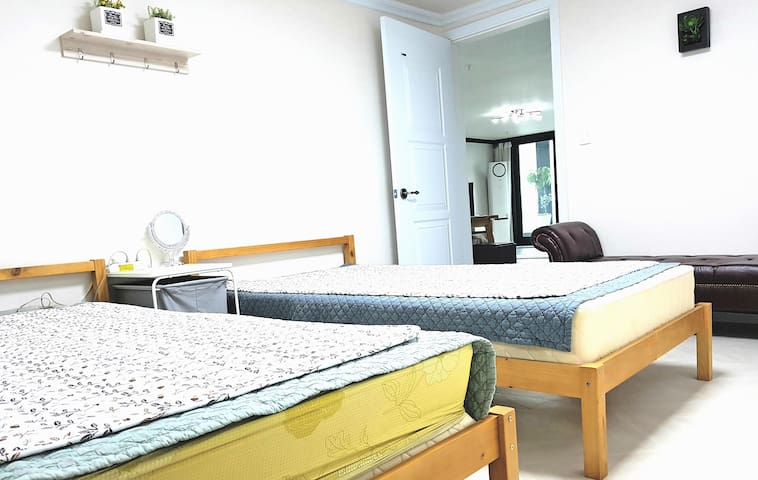 Modern, Renovated Apt in Suwon (Ingye-dong)(For 2)