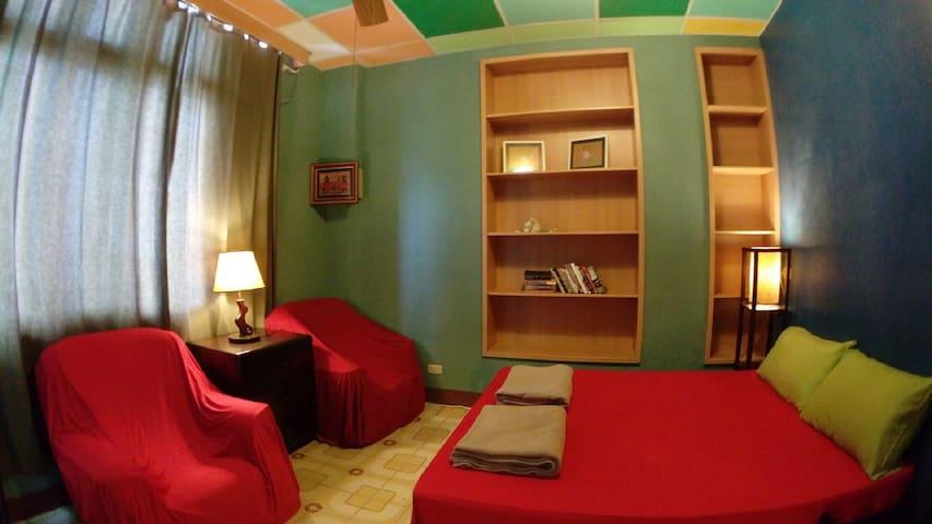 WaGaLiGong Surf Hostel Shanty Room(1Double) 雙人小窩客房