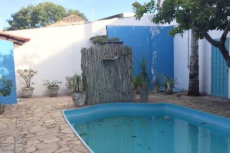 Suíte privada em casa com piscina