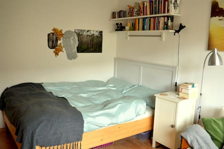Beautiful central Room with balcony - München - Apartment