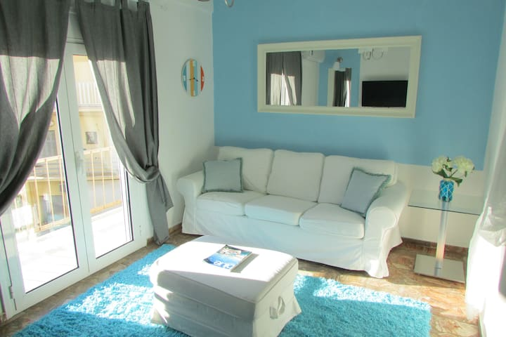 Modern Apt 5 min walk Chania old port & Beach
