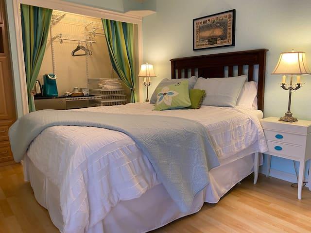 Pillow top Queen mattress
