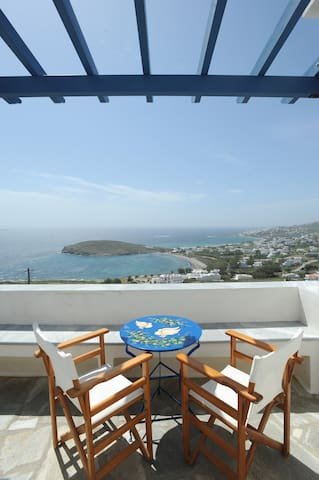 Veranda me thea/Balcony with a View - Tinos - Dům