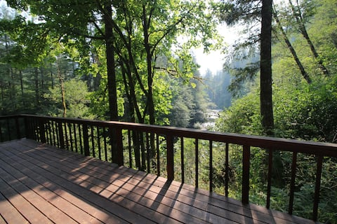 Relaxing River Retreat One Hour from Portland