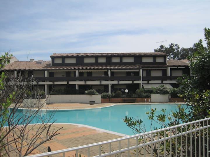 appartement en RDC dans résidence avec piscine