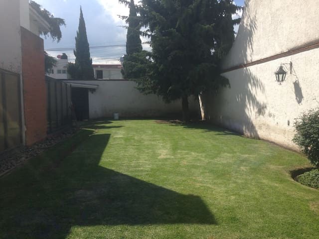 Private room in lovely and surveilled house - Metepec - Hus