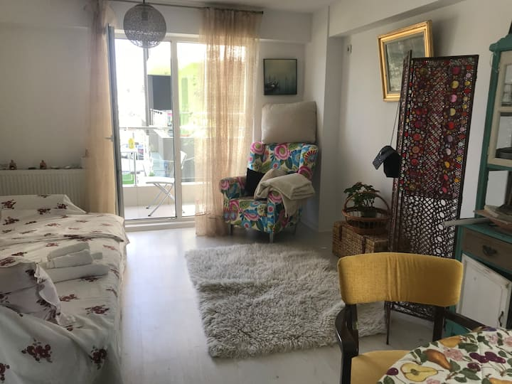 Cosy and bright studio near Airport