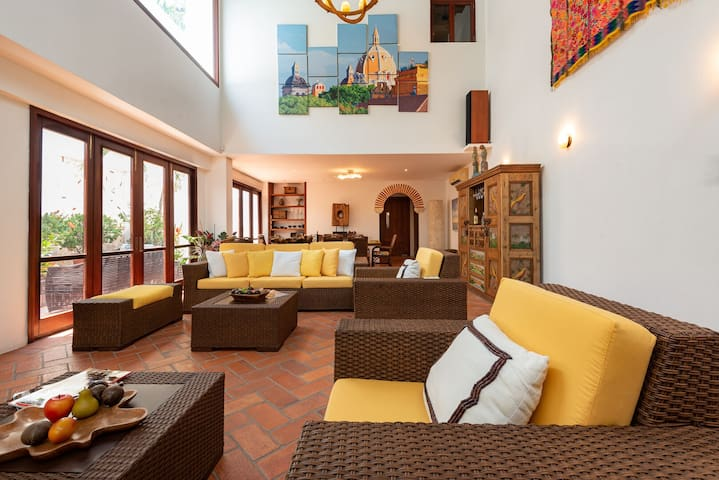 Amazing 6BR w/2 Pools + Sundeck &BBQ | inside Centro Historico by Huespedia